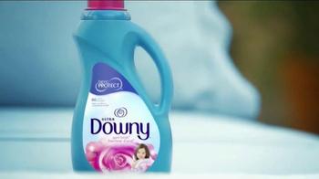Downy TV Spot, 'Outside Smell Test' - Thumbnail 7