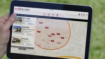 Realtor.com TV Spot, 'Map Tool' Featuring Elizabeth Banks - Thumbnail 5