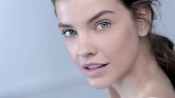 L'Oreal Paris Pure-Clay Masks TV Spot, 'Transform Oily, Dull, Rough Skin' - Thumbnail 1