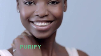 L'Oreal Paris Pure-Clay Masks TV Spot, 'Transform Oily, Dull, Rough Skin' - Thumbnail 5