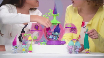 DreamWorks Trolls Poppy's Coronation Pod TV Spot, 'Party Time' - Thumbnail 5