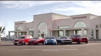Dodge TV Spot, 'Los hermanos Dodge: donas' [Spanish] - Thumbnail 8