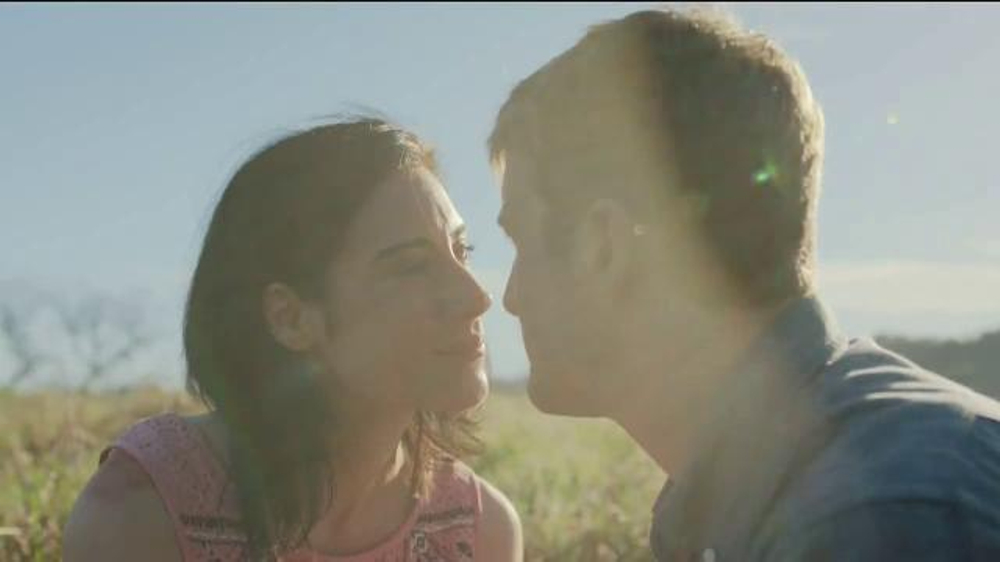 Taltz TV Commercial, 'Close to the People You Love' Song by Novo Amor