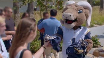 2016 Honda Civic LX TV Spot, 'Los Angeles Rams' - Thumbnail 4