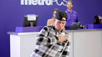 MetroPCS TV Spot, 'Get Your Feet Moving to MetroPCS!' - Thumbnail 3