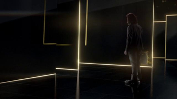 LG Super Bowl 2016 TV Spot, 'Man From the Future' Featuring Liam Neeson - Thumbnail 4