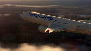 Turkish Airlines TV Spot, 'Fly to Gotham City' Featuring Ben Affleck - Thumbnail 9