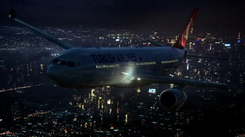Turkish Airlines TV Spot, 'Fly to Gotham City' Featuring Ben Affleck - Thumbnail 5