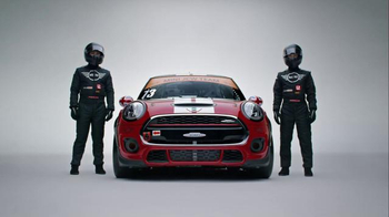 MINI Clubman Super Bowl 2016 TV Spot, 'Defy Labels' Feat. Serena Williams - Thumbnail 5