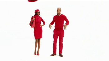 Macy's Go Red Sale TV Spot, 'Magic of Giving' - Thumbnail 4