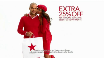 Macy's Go Red Sale TV Spot, 'Magic of Giving' - Thumbnail 7