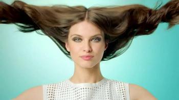 Garnier Fructis Grow Strong TV Spot, 'Stronger Hair' Song by Goldfrapp - Thumbnail 6