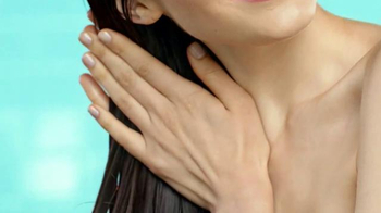 Garnier Fructis Grow Strong TV Spot, 'Stronger Hair' Song by Goldfrapp - Thumbnail 7