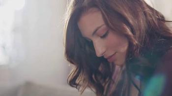 Glade TV Spot, 'Feel Warm Inside: Big, Beautiful Candle' - Thumbnail 3