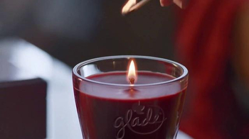 Glade TV Spot, 'Feel Warm Inside: Big, Beautiful Candle' - Thumbnail 4