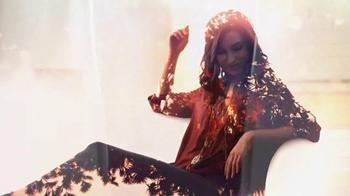 Glade TV Spot, 'Feel Warm Inside: Big, Beautiful Candle' - Thumbnail 7