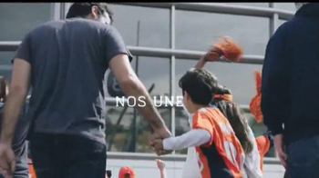 NFL TV Spot, 'Nos une' [Spanish] - Thumbnail 8