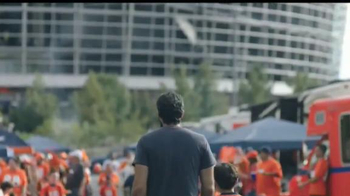 NFL TV Spot, 'Nos une' [Spanish] - Thumbnail 4