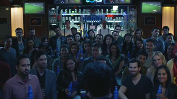 Bud Light Super Bowl 2016 TV Spot, 'Estamos Unidos' [Spanish] - Thumbnail 6