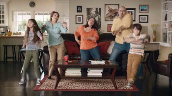 Big Lots El Evento de Presidents' Day TV Spot, 'Famila que baila' [Spanish] - Thumbnail 10