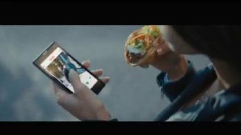 Taco Bell Quesalupa TV Spot, 'Bigger Than...' [Spanish] - Thumbnail 3