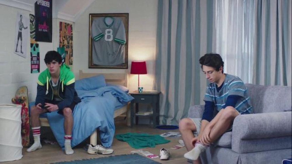Febreze Super Bowl 2016 TV Commercial, 'Does Your Bedroom Smell?'