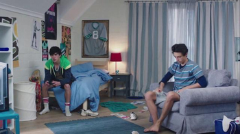 Febreze Super Bowl 2016 TV Spot, 'Does Your Bedroom Smell?' - Thumbnail 4