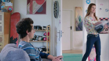 Febreze Super Bowl 2016 TV Spot, 'Does Your Bedroom Smell?' - Thumbnail 9