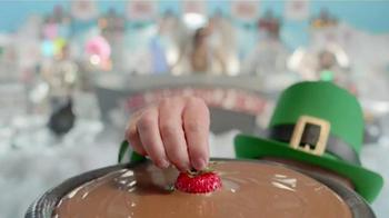 Shari's Berries TV Spot, 'Holiday Help Desk' - Thumbnail 1