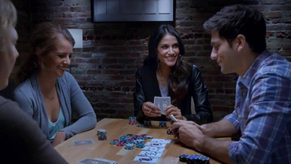 Crest 3D White Radiant Mint TV Commercial, 'Juego de Poker'