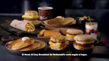 McDonald's All Day Breakfast TV Spot, 'Vuelo demorado' [Spanish] - Thumbnail 8