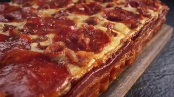 Little Caesars Pizza TV Spot, 'El chivo expiatorio corporativo' [Spanish] - Thumbnail 1