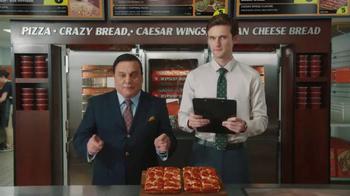 Little Caesars Pizza TV Spot, 'El chivo expiatorio corporativo' [Spanish] - Thumbnail 2