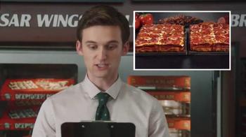 Little Caesars Pizza TV Spot, 'El chivo expiatorio corporativo' [Spanish] - Thumbnail 4