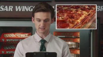 Little Caesars Pizza TV Spot, 'El chivo expiatorio corporativo' [Spanish] - Thumbnail 5