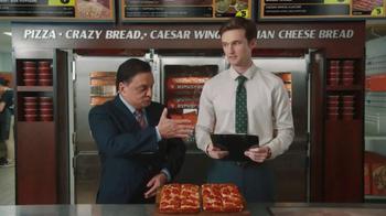 Little Caesars Pizza TV Spot, 'El chivo expiatorio corporativo' [Spanish] - Thumbnail 8