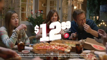 Pizza Hut Stuffed Garlic Knots Pizza TV Spot, 'All-In-One' Song by Flo Rida - Thumbnail 10