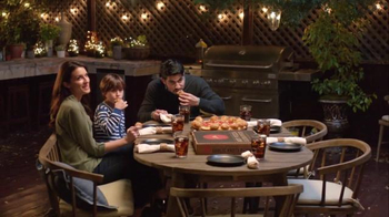 Pizza Hut Stuffed Garlic Knots Pizza TV Spot, 'All-In-One' Song by Flo Rida - Thumbnail 6