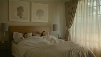 Beautyrest Hybrid Lines TV Spot, 'Look Out World: Champagne' - Thumbnail 1