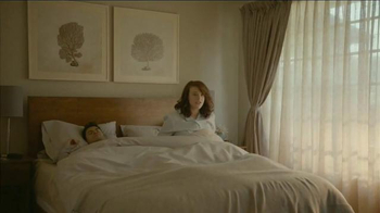Beautyrest Hybrid Lines TV Spot, 'Look Out World: Champagne' - Thumbnail 2