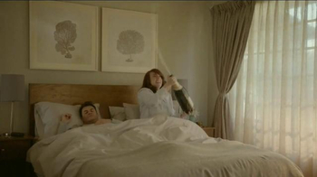 Beautyrest Hybrid Lines TV Spot, 'Look Out World: Champagne' - Thumbnail 3