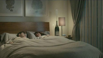Beautyrest Hybrid Lines TV Spot, 'Look Out World: Champagne' - Thumbnail 8
