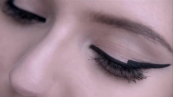 L'Oreal Paris Infallible Matte-Matic TV Spot, 'Captivating' - Thumbnail 7