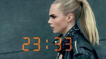 Rimmel London ScandalEyes TV Spot, 'Intenso' con Cara Delevingne [Spanish] - Thumbnail 3