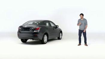 2017 Toyota Yaris iA TV Spot, 'Bombas y platillos' [ Spanish] - Thumbnail 4