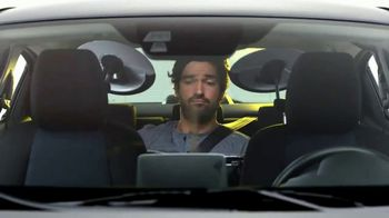 2017 Toyota Yaris iA TV Spot, 'Bombas y platillos' [ Spanish] - Thumbnail 5