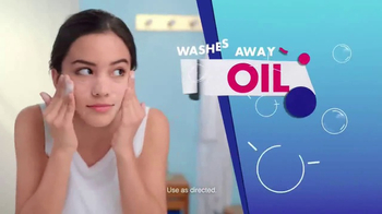 Clean & Clear Acne Triple Clear Bubble Foam Cleanser TV Spot, 'Three Ways' - Thumbnail 6