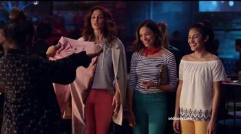 Old Navy TV Spot, 'Noche de chicas' con Diane Guerrero [Spanish]