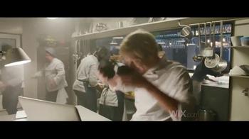 Wix.com TV Spot, 'Chez Felix: pelea' con Jason Statham, Gal Gadot [Spanish] - Thumbnail 1