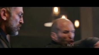 Wix.com TV Spot, 'Chez Felix: pelea' con Jason Statham, Gal Gadot [Spanish] - Thumbnail 3